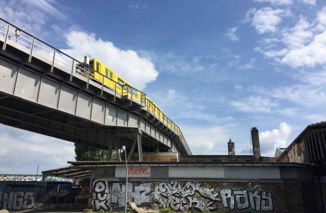 U-Bahn auf Brücke Gleisdreieck