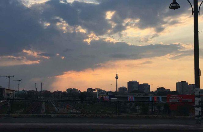 Fernsehturm vor Sonnenuntergang
