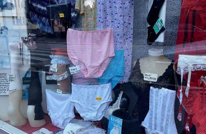 Unterwäsche im Schaufenster