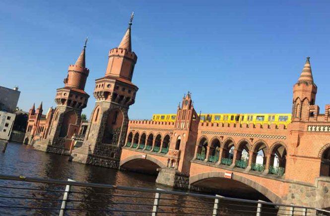 U-Bahn auf Warschauer Brücke