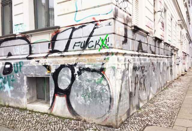 Hauswand mit Graffiti